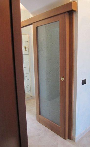 Le nostre installazioni di porte per interno mondorinnovo - Porta vetro scorrevole leroy merlin ...